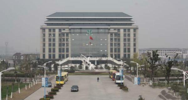 江海职业技术学院地处我国著名历史文化名城扬州的古运河畔,1999年经