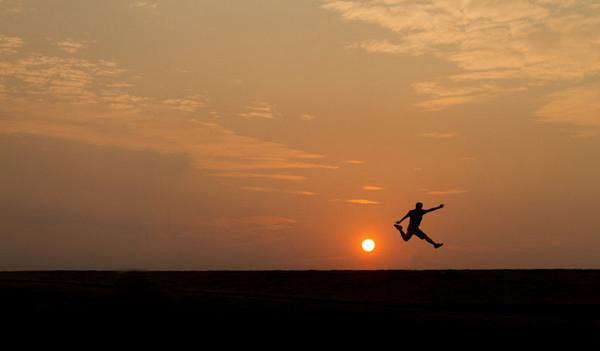 高考励志文章《在风尖上奔跑》