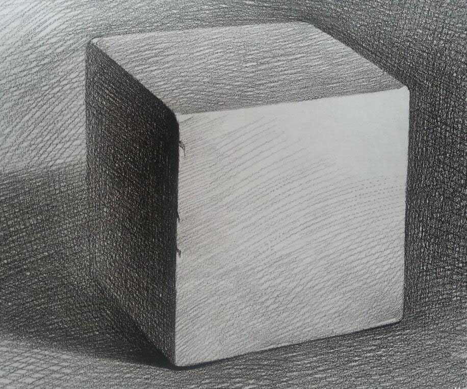素描涵指一切单色的绘画,寥寥几笔的素描作品,其后面的功力也非常了得,有时随便一条起伏弯曲的线条,体现的却是艺术家对形体、结构、特征、节奏、韵味、艺术史的深刻理解与掌握,下面是高三网小编整理的素描正方体步骤图片。   素描正方体步骤   1、石膏几何体每个面的过度很直接,但同时每个边不要一刀切,要有虚实穿插,这样显的自然,多去观察。   2、把握好透视是出正确形体的保证,每一个物体都是处在三维空间中,要想在二维的素描纸上画出空间感、立体感就得运用透视,就有近大远小、近宽远窄、近实远虚等规律。   素描正