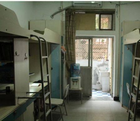 3重庆现在夏天还没北京热,在宿舍大电扇不够凉快就买个小电扇对着自己