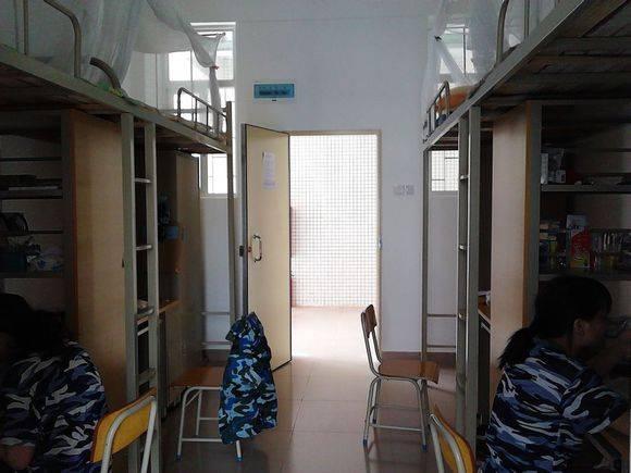 以下是广东海洋大学宿舍条件:   学校实行公寓化管理,各项设备应有尽