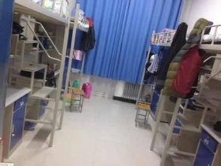 高三网 大学点评 >正文    2,现在青海大学的宿舍大部分都是上铺下桌图片