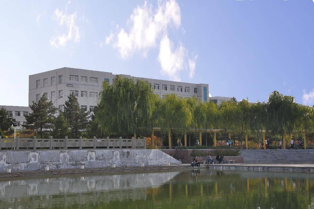 学院(学校国标码:11395)坐落在陕西省榆林市,是一所以工科为主,工,管