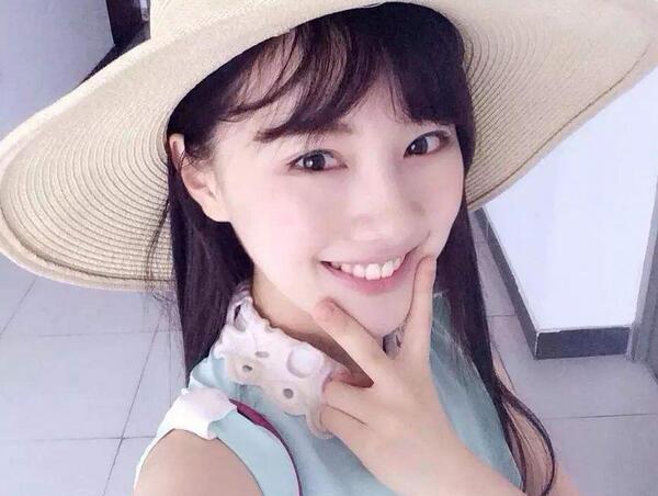 中国传媒大学校花王鹤润清纯可爱的外形及秀外慧中的书卷气,迅速