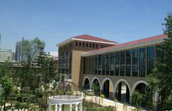 高三網 青海高考 青海高中學校 > 正文    青海湟川中學位于西寧市海