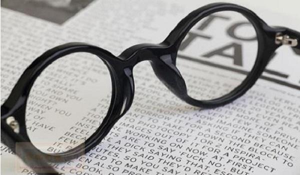 带平光眼镜会近视吗_近视150度要带眼镜吗 不带近视会加深吗_高三网