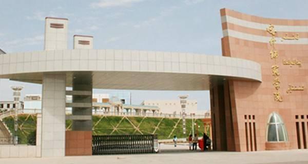 喀什大学校门