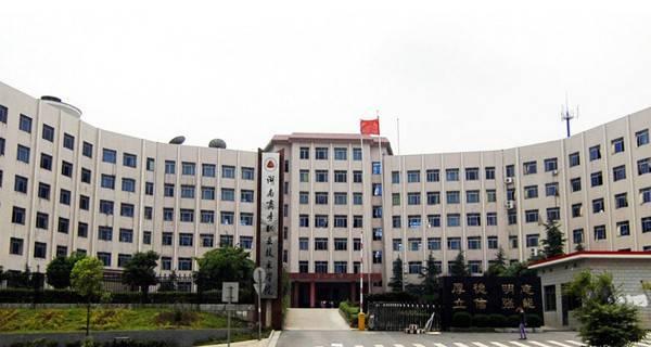 湖南商务职业技术学院校门